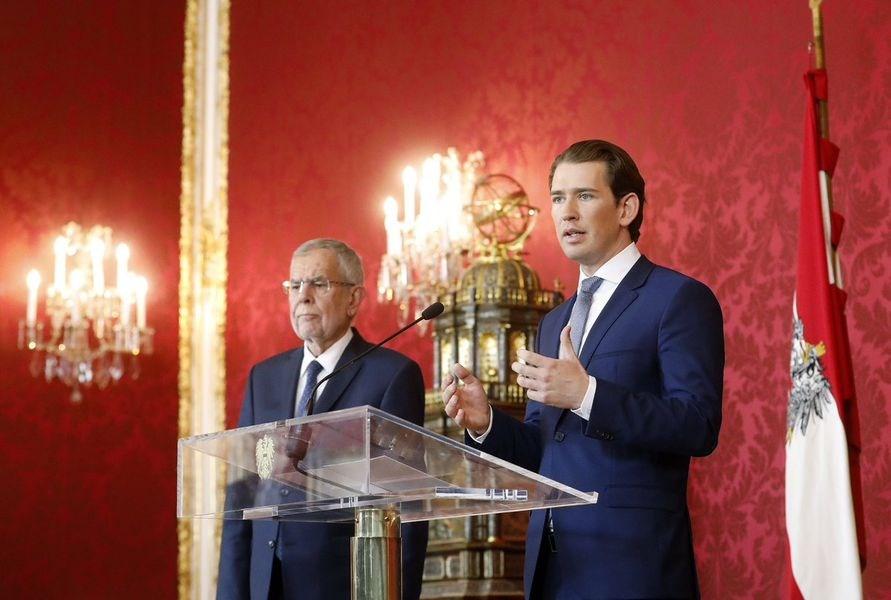 奧地利總理庫爾茨(右)因聯合執政的夥伴爆發醜聞,成為二戰後首位被不信任案拉下台的總理。(圖取自twitter.com/sebastiankurz)