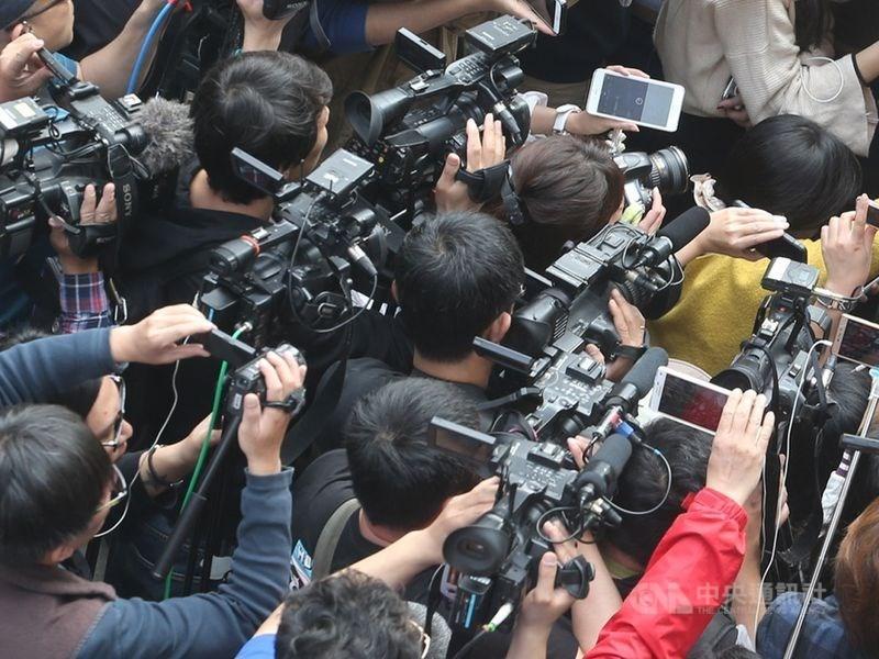 立法院會31日三讀通過自殺防治法,明定媒體不得詳細描述自殺個案的自殺方法及原因,以及報導助長自殺的情形。(示意圖/中央社檔案照片)