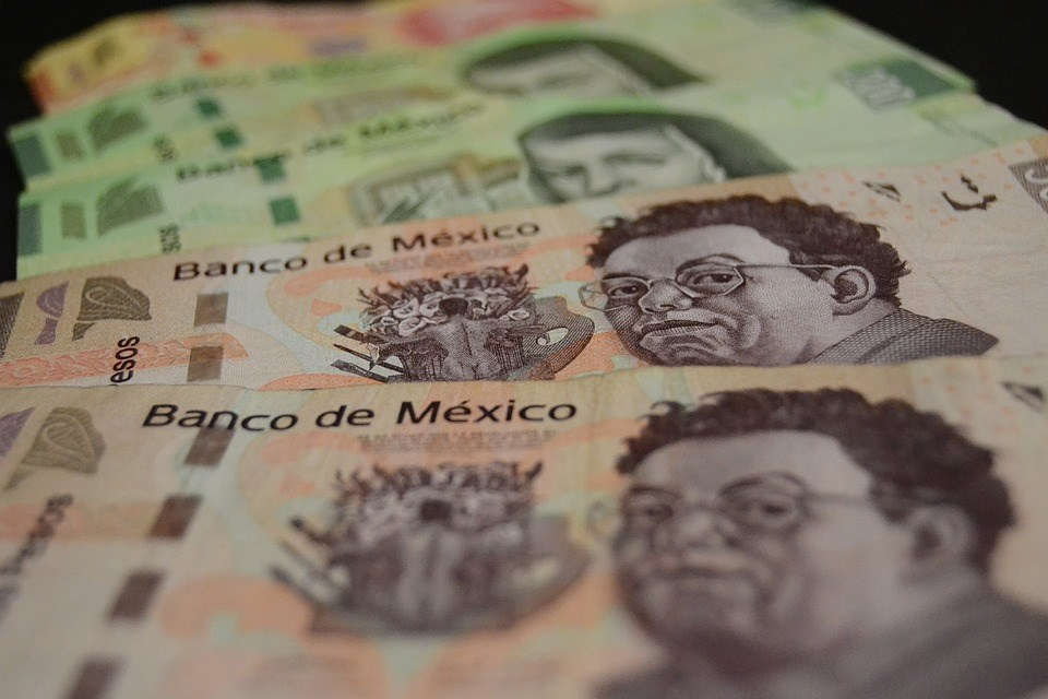 美國6月10日起對墨西哥產品加徵5%關稅,再度對全球經濟投下震撼彈。圖為墨西哥披索。(圖取自Pixabay圖庫)