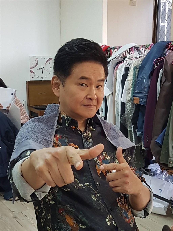知名主持人賀一航3日晚間驚傳病逝,享壽64歲。(圖取自facebook.com/yihanghejudy)