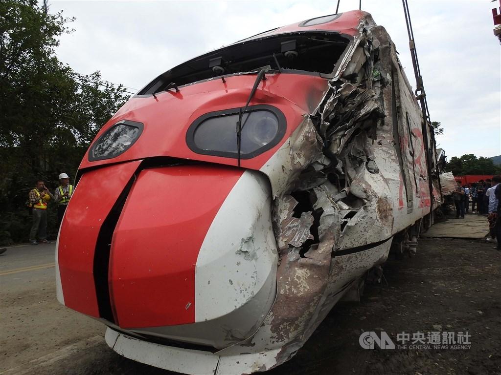 台鐵普悠瑪宜蘭翻車事故案偵結。宜蘭地檢署認為,台鐵雖有層層控管,仍因實際從業員散漫疏失,螺絲鬆動釀禍。(中央社檔案照片)