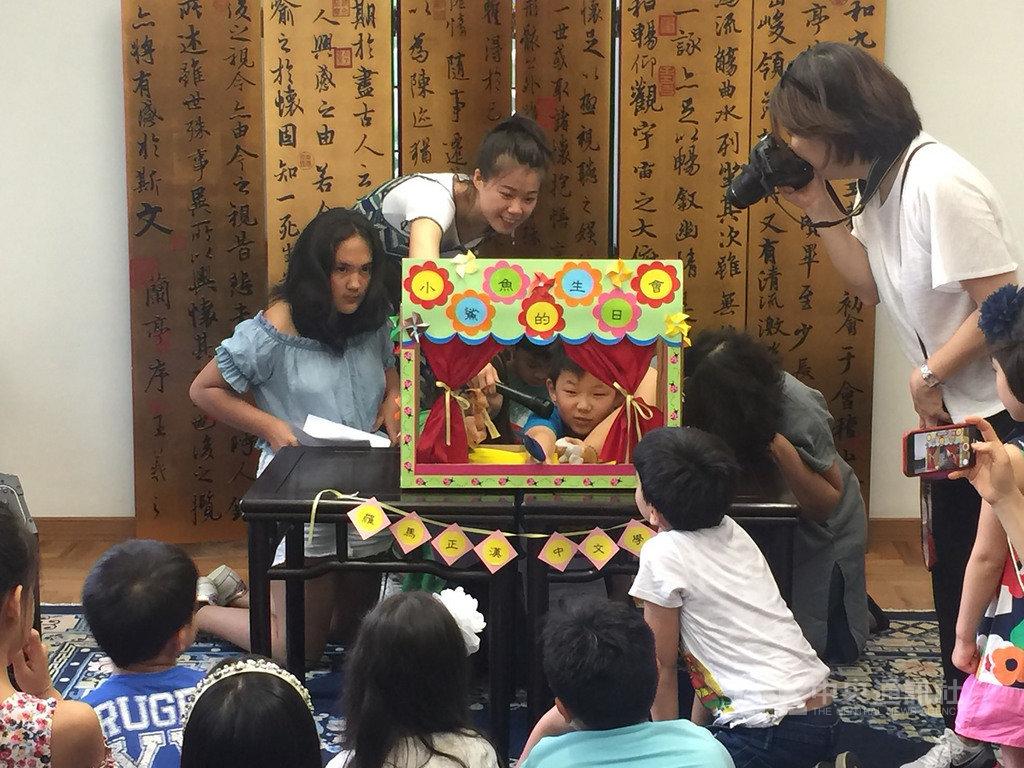 羅馬正漢中文學堂是全義唯一教授繁體字的台灣學校,學童在休業式以歌唱或戲劇展現學習成果。(駐義大利代表處提供)中央社記者黃雅詩羅馬傳真 108年6月9日