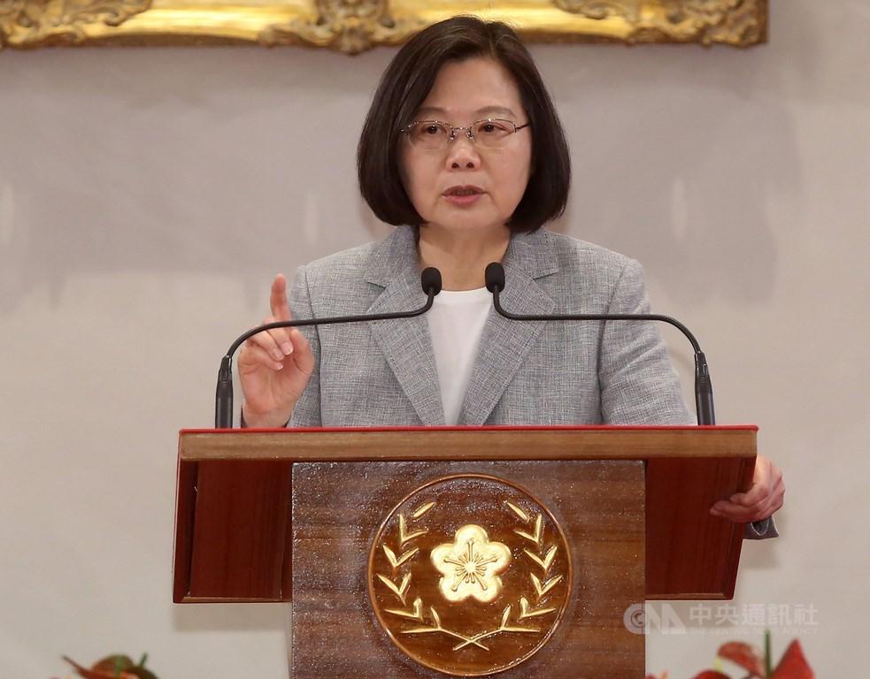 香港人民上街反對逃犯條例,總統蔡英文9日表示,「我們更要大聲向世界說出:台灣人珍愛我們的民主」;「一國兩制」不會是台灣人的選項。(中央社檔案照片)