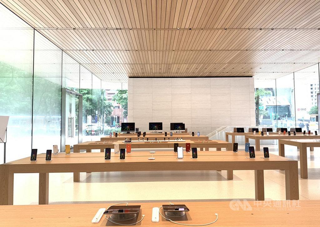 蘋果公司(Apple)在台第2家直營店「Apple信義A13」13日舉辦媒體預覽活動,搶先曝光店內空間與設計概念。中央社記者吳家豪攝 108年6月13日