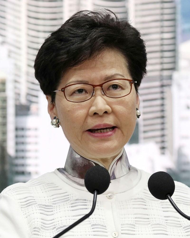 香港行政長官林鄭月娥15日下午宣布,暫緩原本將進入二讀討論的逃犯條例修訂草案,並收回將二讀的預告,重新與社會各界溝通。(共同社提供)