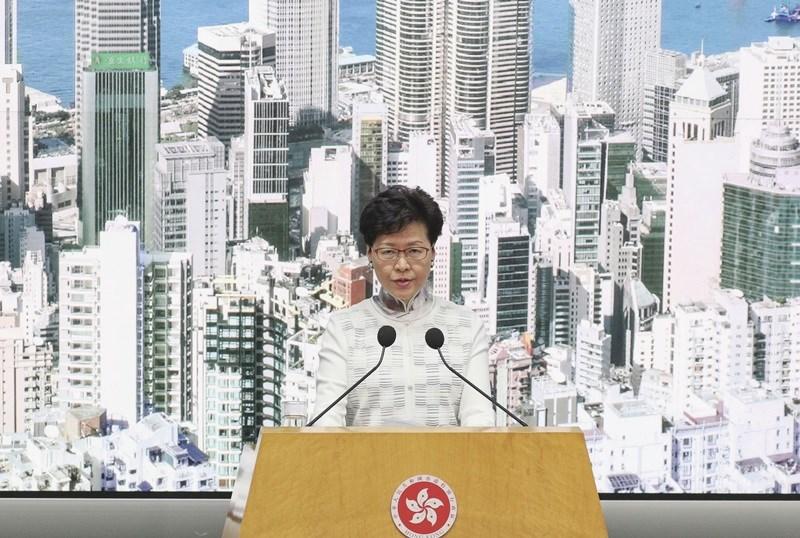 香港行政長官林鄭月娥15日宣布港府決定暫緩修訂逃犯條例。她指出,由於台灣已表明不會接受在現有修例情況下,移交涉嫌在台殺人的陳同佳,因此修例迫切性已不存在。(共同社提供)