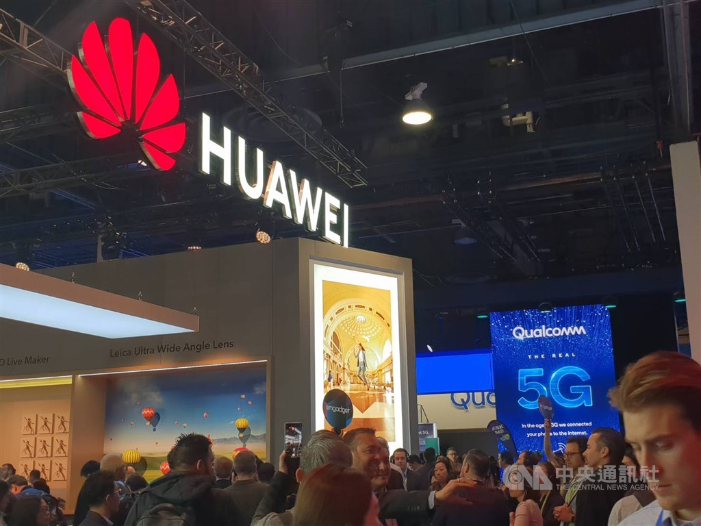 中國電信設備大廠華為創辦人任正非17日表示,華為手機海外銷售量從美國上個月將其公司列入黑名單後,下滑高達40%。(中央社檔案照片)