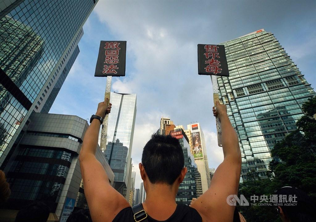 200萬港人16日走上街頭抗議逃犯條例修訂案,美國國務院發言人歐塔加斯17日表示,港人為了言論自由、集會結社自由等基本權利示威。(中央社檔案照片)