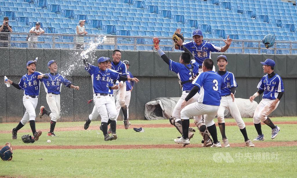 108年華南金控盃青少棒賽冠軍戰,台東縣隊與桃園市隊交手,台東縣隊以3比2奪冠,隊史首度取得U15亞洲青少棒錦標賽中華組隊權。中央社記者謝靜雯攝 108年6月18日