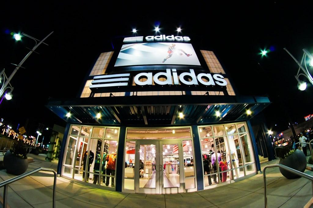 歐盟普通法院19日判決Adidas的「3條槓」商標無效,稱它缺乏獨特性。(圖取自Pixabay圖庫)