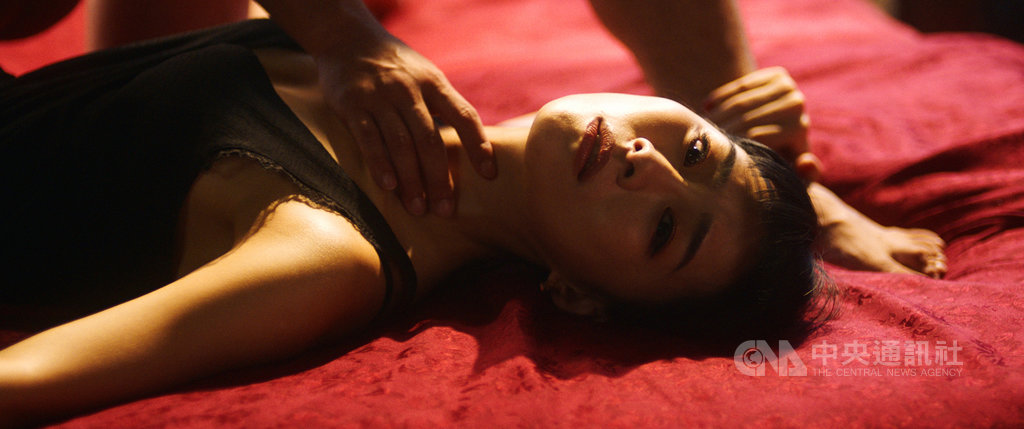 演員吳可熙在新片「灼人秘密」中有一段床戲,一鏡到底拍攝5個情慾動作。(岸上影像有限公司提供)中央社記者洪健倫傳真 108年6月19日