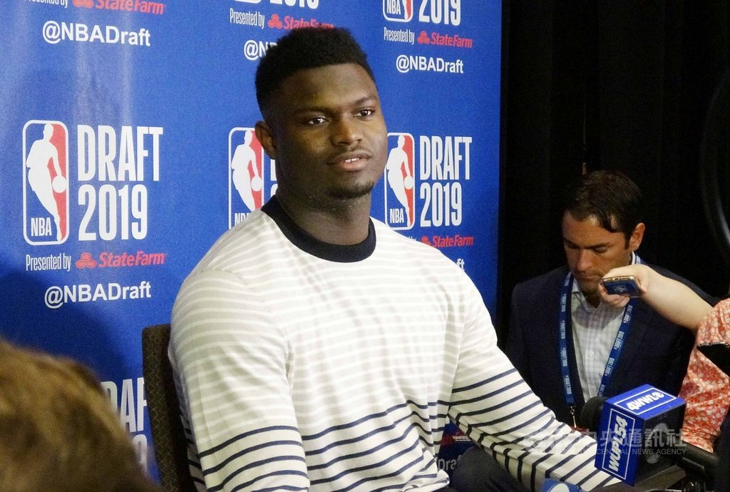 杜克大學前鋒威廉森(圖)是美國職籃NBA選秀狀元熱門人選,被譽為詹姆斯接班人。面對盛名帶來的壓力,威廉森強調只想做自己,打球不是為了滿足他人期待。中央社記者尹俊傑紐約攝  108年6月20日