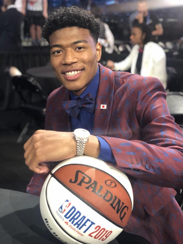 21歲的八村壘成為日本首位在NBA選秀會第一輪中選的球員。(圖取自twitter.com/NBADraft)