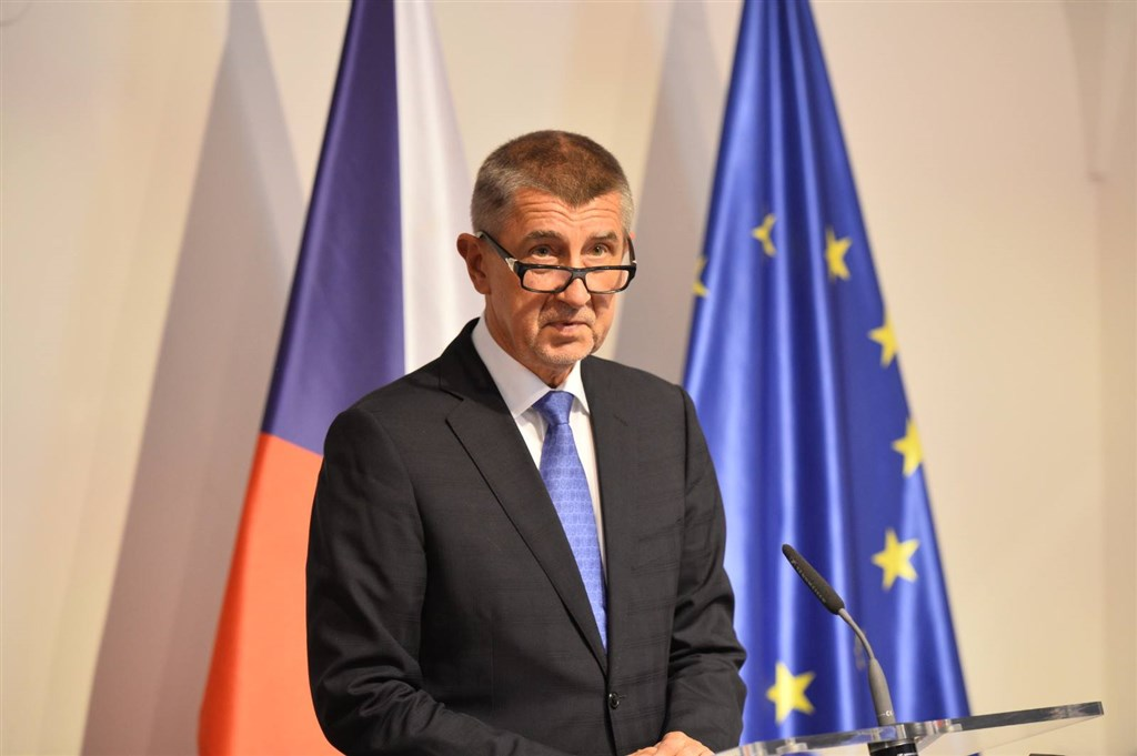 捷克首都布拉格23日爆發共黨垮台以來規模最大的示威,要求總理巴比斯下台。(圖取自facebook.com/AndrejBabis)
