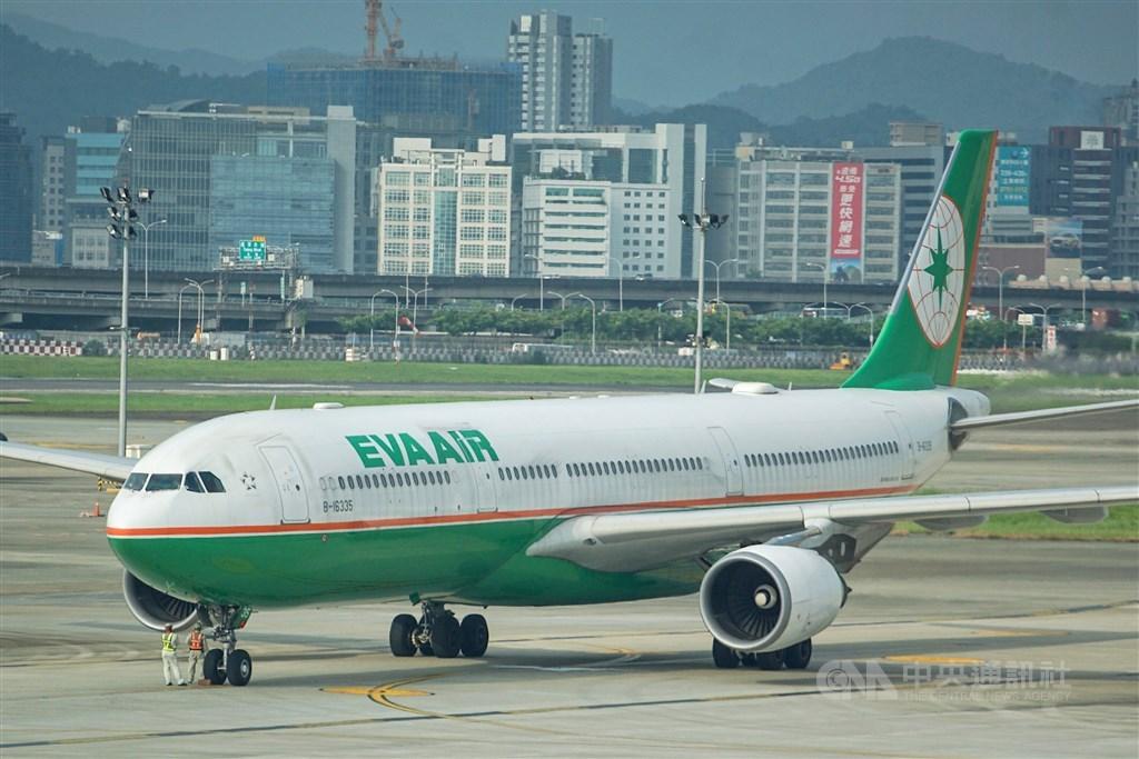 長榮航空空服員罷工進入第7天,長榮航空26日宣布7月1日到7月5日共取消368個航班。(中央社檔案照片)