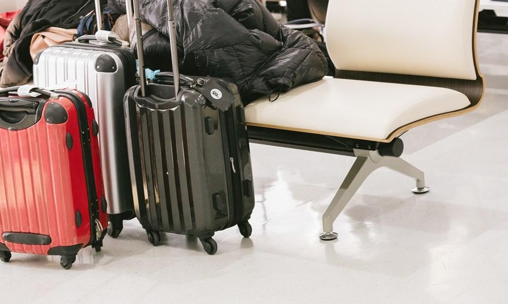 交通部觀光局27日公布25家旅行業者營運有異狀,提醒民眾暑假出遊時要慎選。(圖取自PAKUTASO圖庫)