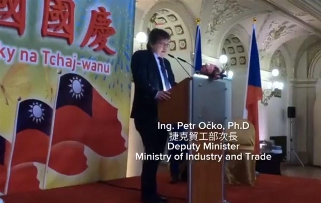 捷克媒體報導,捷克貿工部副部長奧切柯2018年因參加台灣代表處舉辦的國慶酒會,遭中國拒發簽證。(圖取自facebook.com/czechintaiwan)