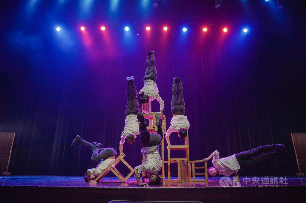 台灣「FOCA福爾摩沙馬戲團」27日晚間在雅加達演出,吸引千餘人觀賞。(駐印尼代表處提供)中央社記者石秀娟傳真 108年6月28日
