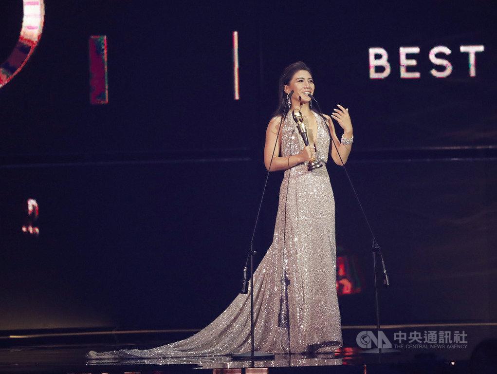第30屆金曲獎29日晚間在台北小巨蛋盛大舉行頒獎典禮,最佳作曲人獎由歌手艾怡良奪得,艾怡良致詞時難掩激動情緒。中央社記者吳家昇攝 108年6月29日