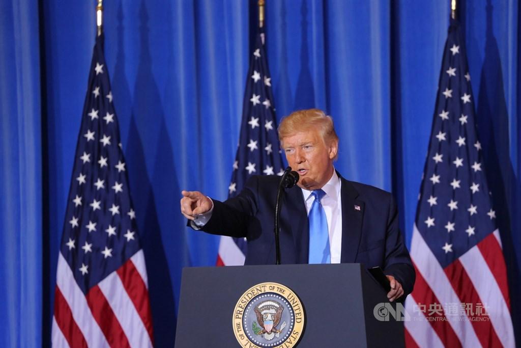 美國總統川普29日在大阪20國集團(G20)峰會閉幕後舉行記者會,他表示與中國領導人習近平稍早在場邊舉行很棒的會談,雙方同意暫不加徵新關稅。中央社記者楊明珠大阪攝 108年6月29日