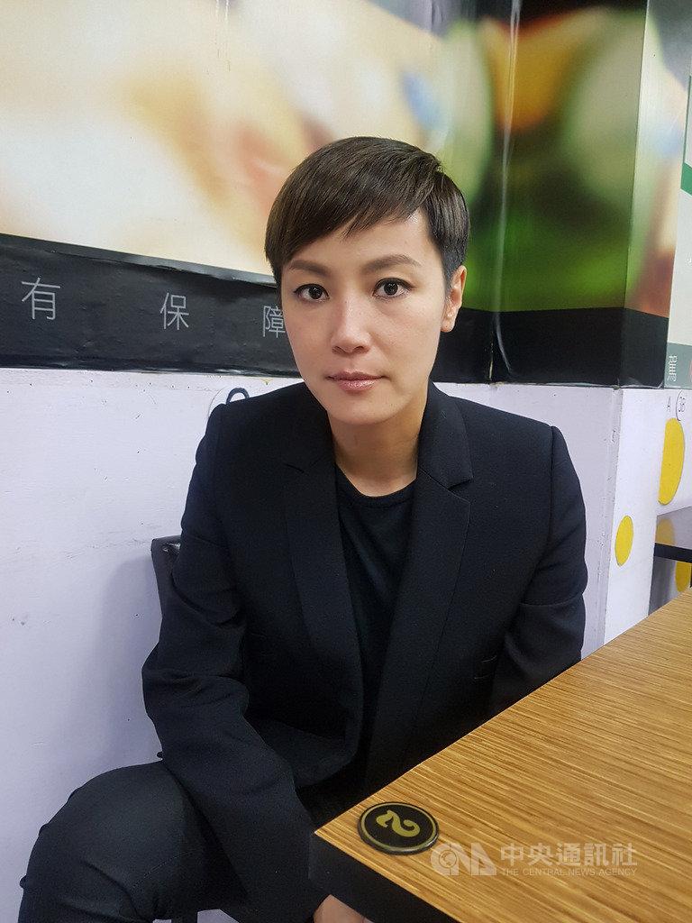 香港歌手何韻詩(圖)、閃靈樂團29日晚間在金曲獎聲援「反送中」。何韻詩30日表示,「音樂歸音樂,這是非常落後的想法,音樂人有責任去守護自己的地方」。中央社記者鄭景雯攝 108年6月30日