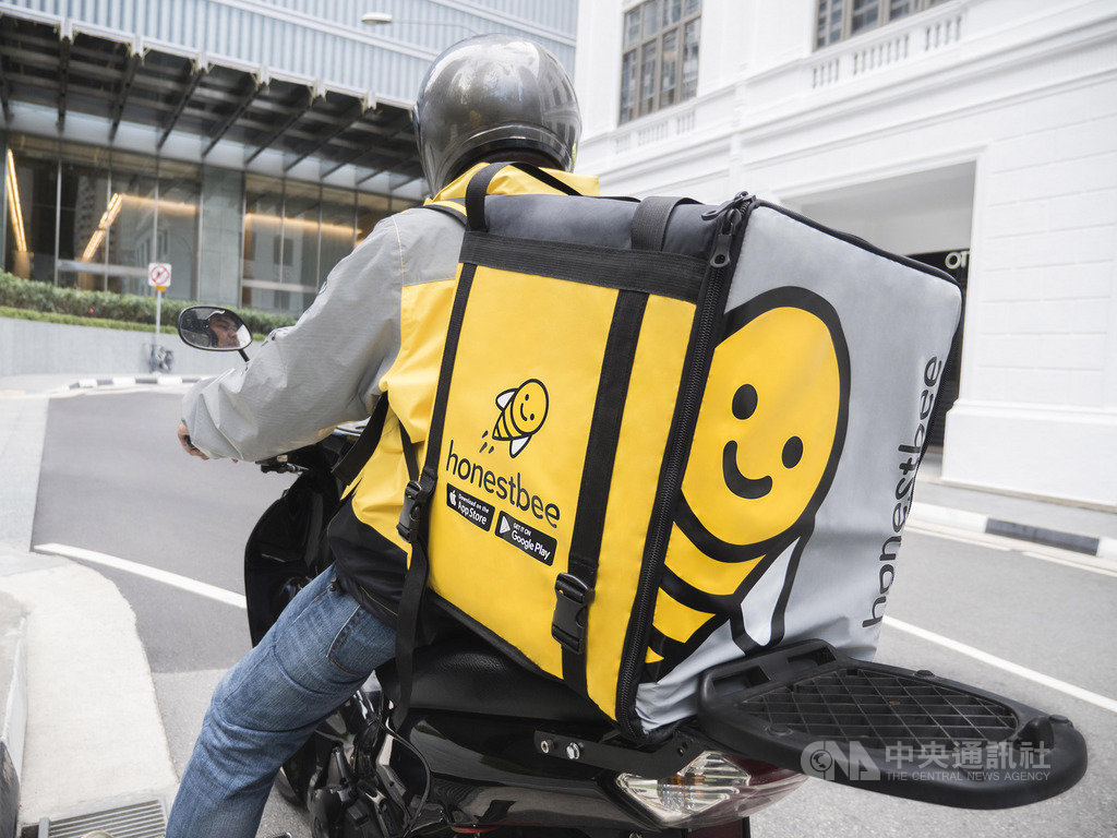 外送平台誠實蜜蜂(Honestbee)最近在台灣爆發拖欠貨款,新加坡營運總部今年5月已停止本地食物外送服務與暫停洗衣服務,約400名外送員受影響。(誠實蜜蜂提供)中央社記者黃自強新加坡傳真 108年7月2日