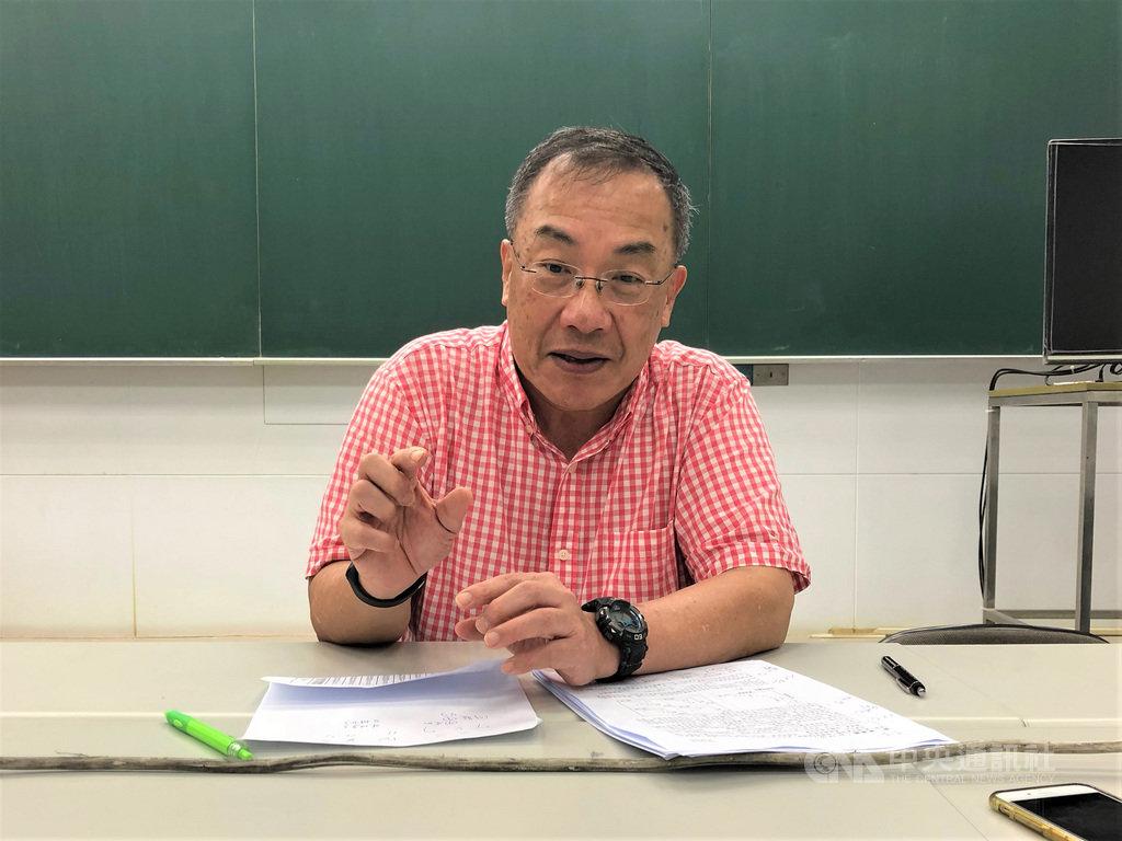 台北市補教協會解題團隊、補教老師陳逸表示,108年指考地理科第7題提到尼加拉瓜運河預計2019年完成,但該運河根本沒在建,呼籲大考中心命題時,考據要再加強。中央社記者陳至中攝 108年7月3日