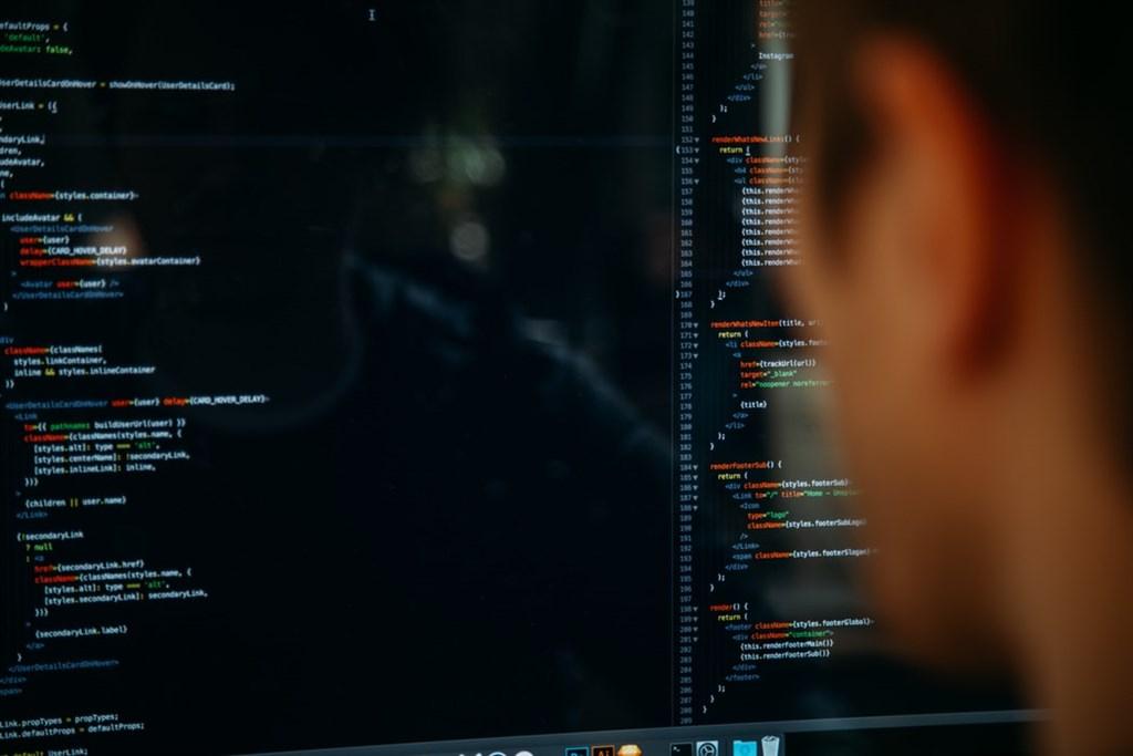 銓敘部22日接獲情資,知悉國外網站揭露疑似銓敘部所掌理的個人資料逾59萬筆。政院官員指出,經調查發現,這些資料在2012年6月就已流出,當時主機遭駭客境外攻擊,手法與中國某特定網軍非常相似。(示意圖/圖取自Unsplash圖庫)