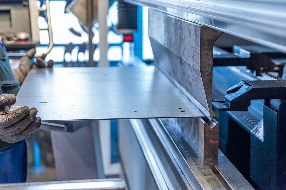 美國商務部表示,發現在越南製造、使用源自南韓或台灣底材的耐腐蝕鋼和冷軋鋼,規避美國反傾銷和反補貼關稅。(示意圖/圖取自Pixabay圖庫)