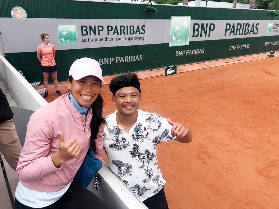 台灣網球一姊謝淑薇(前排左)確定將和弟弟謝政鵬(前排右)組隊,參加溫布頓網球錦標賽混雙賽事,一圓姊弟同場競技的夢想。(圖取自facebook.com/Dreamwalker.SwHsieh)