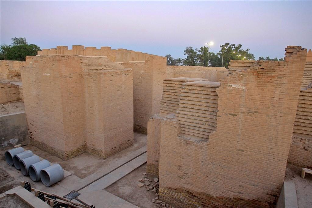 聯合國教科文組織世界遺產委員會5日投票通過,將西元前23世紀泥板史書首度提及的巴比倫古城列入世界遺產。(美聯社)