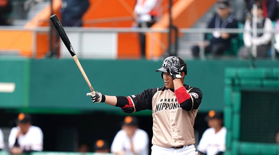 日本火腿隊6日對樂天,王柏融在9局上敲出關鍵安打。(圖取自facebook.com/pojung0909)