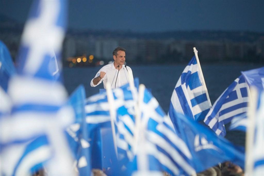 希臘7日舉行國會大選,在野保守派新民主黨得票率將近40%,以壓倒性優勢擊敗左翼總理齊普拉斯的激進左派聯盟31.5%得票率。圖為新民主黨領袖米佐塔基斯。(圖取自facebook.com/neadhmokratia)