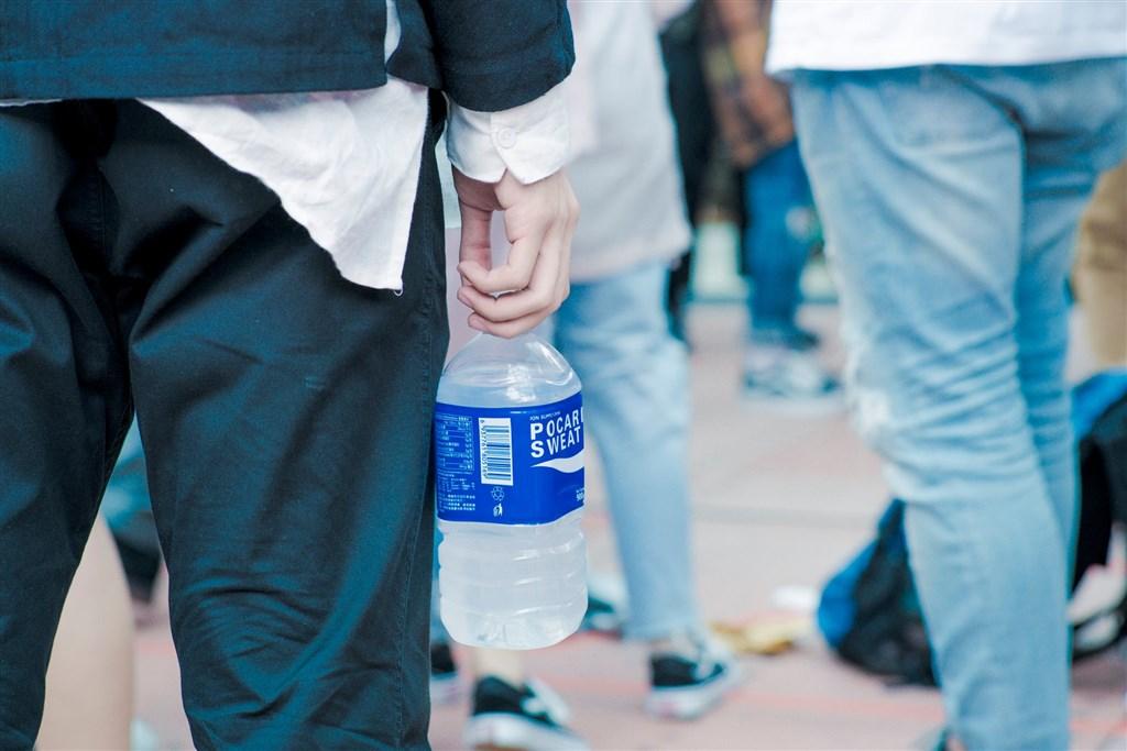 日本飲料商寶礦力傳呼應香港「反送中」網民抵制行動,抽走香港無線電視台廣告後,中國網民10日灌爆寶礦力中國官方微博,指控寶礦力支持港獨。(圖取自facebook.com/PocariSweatHKOfficial)
