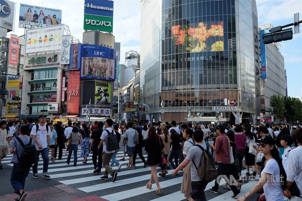 日本政府統計,境內的國民約1億2477萬多人,比去年減少43萬多人,創1968年調查以來最大減幅。(中央社檔案照片)