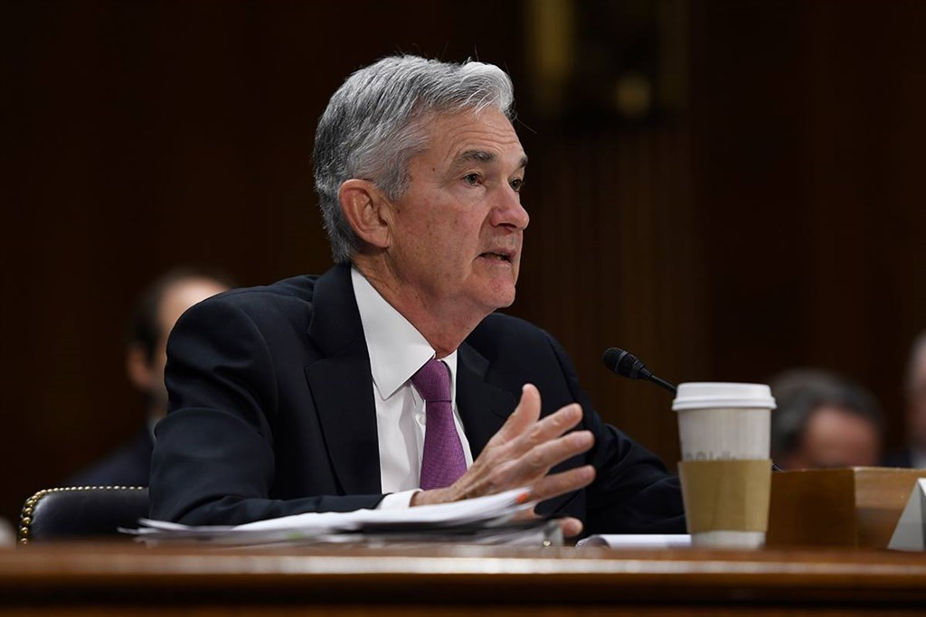 聯準會主席鮑爾指出,經濟前景近幾週並未改善,貿易緊張產生不確定性、全球經濟勁道令人憂心,持續壓抑美國經濟前景。(圖取自facebook.com/federalreserve)