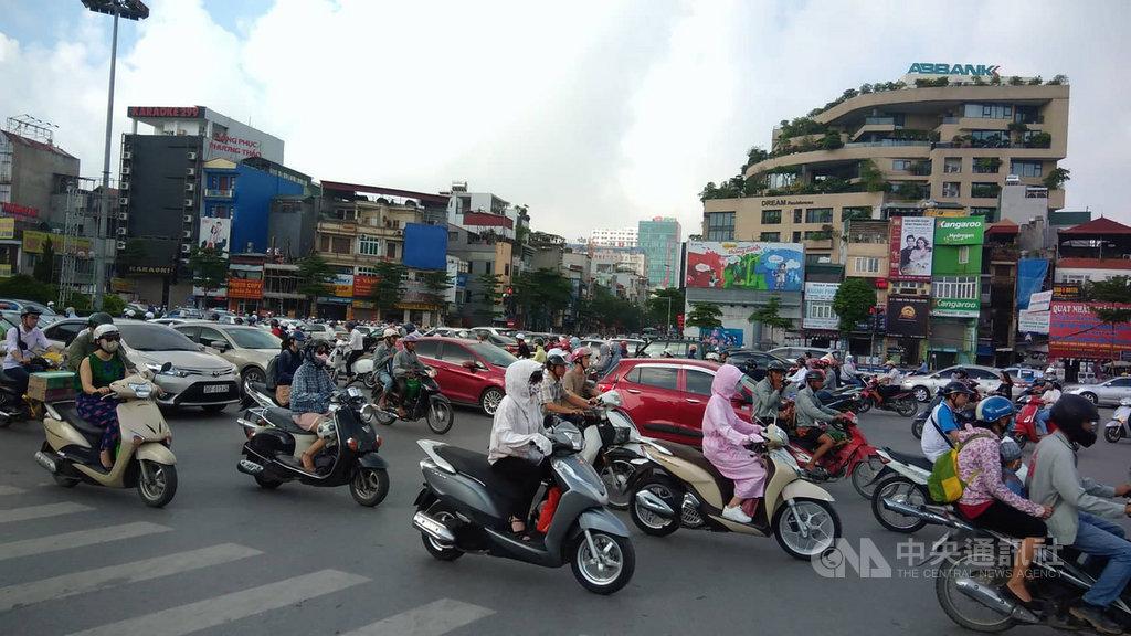 越南中央人口與住房普查工作指導委員會11日表示,截至2019年4月越南人口達9620萬,其中4788萬名男性和4832名女性,在東南亞地區排名第3位,在世界上排名第15位。中央社河內攝 108年7月11日