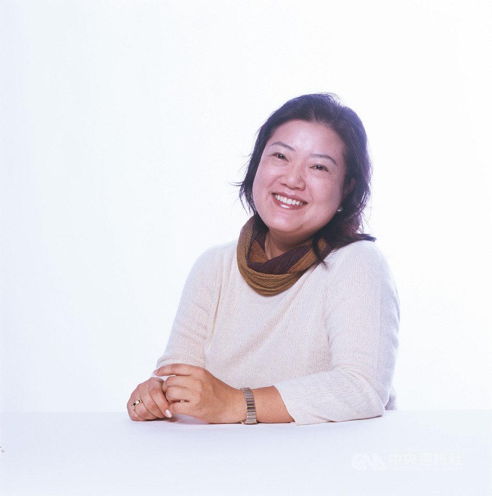 日本直木賞作家乃南亞沙長篇小說「六月之雪」,描寫女主角替灣生的祖母一圓歸鄉夢。她說,對於喜愛台灣的想法,一直沒有改變。(聯經出版提供)中央社記者陳政偉傳真 108年7月12日