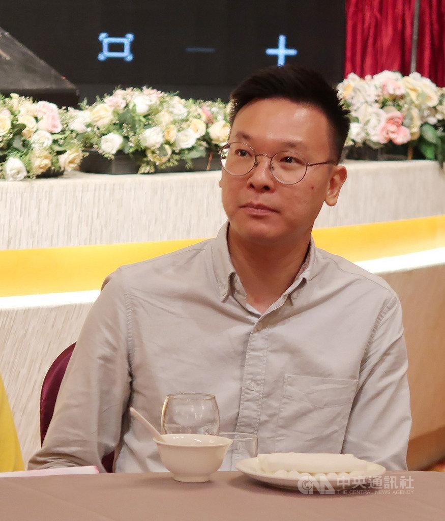 太陽花學運領袖林飛帆傳出將接任民進黨副秘書長,他13日晚間受邀到高雄出席時代力量募款餐會,低調不願受訪,活動中也未上台致詞。中央社記者王淑芬攝 108年7月13日