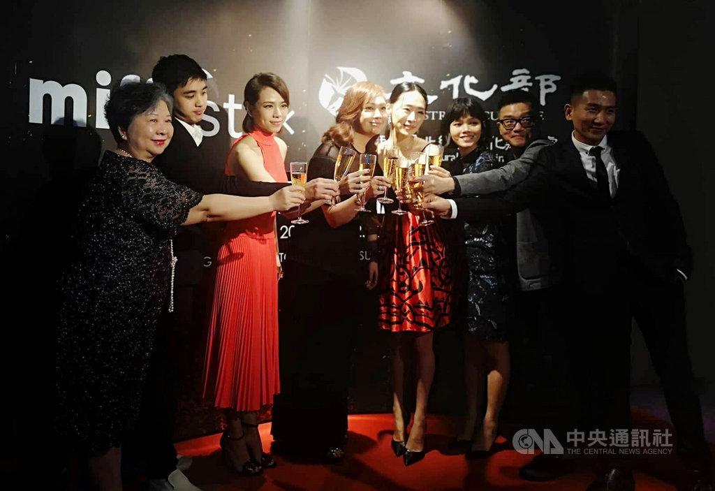 駐馬來西亞台北經濟文化辦事處文化組組長周蓓姬(左1)14日晚出席馬來西亞國際電影節和駐馬來西亞台北經濟文化辦事處聯手舉辦的「台灣電影之夜2019」,電影節策展人、評審團、電影主創人員、本地藝人、本地電影製作人與合作單位皆共襄盛舉。中央社記者蘇麗娜吉隆坡攝 108年7月15日