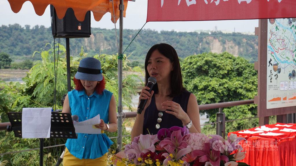 太陽花學生運動領袖林飛帆接任民主進步黨副秘書長,時代力量籍立法委員洪慈庸(右)15日表示,個人角度表示祝福,黨籍立場感到遺憾。中央社記者趙麗妍攝 108年7月15日