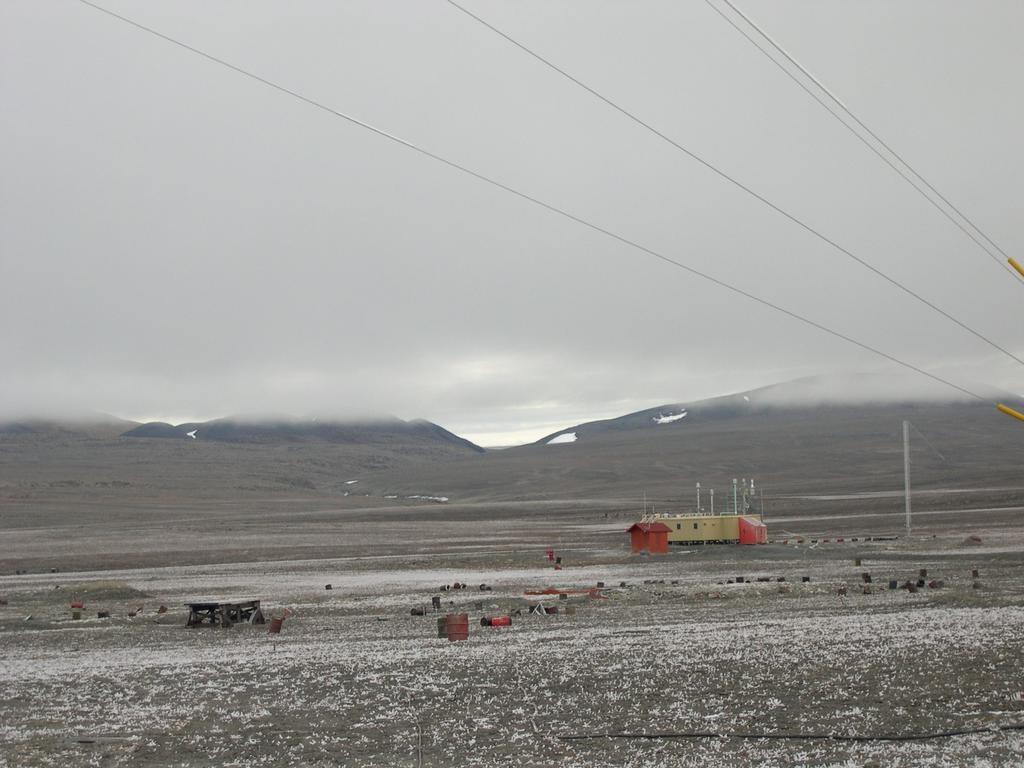 加拿大阿勒特為全球最北端永久居住地,14日記錄到創新高的攝氏21度高溫。圖為位於阿勒特的氣象站。(圖取自維基共享資源,版權屬公眾領域)