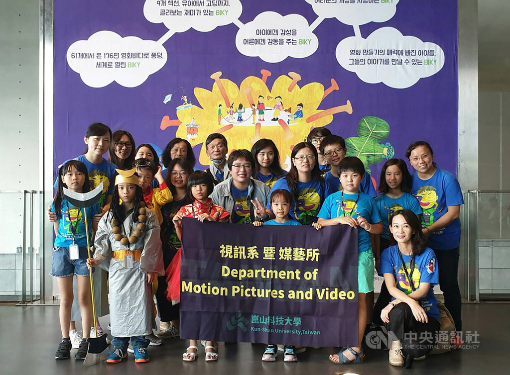 崑山科技大學師生帶領雲林國小學童拍攝短片「藝閣西遊記」,成功入圍多個國際影展,還奪得澳洲國際兒童影展首獎。(學生提供)中央社記者張榮祥台南傳真  108年7月18日