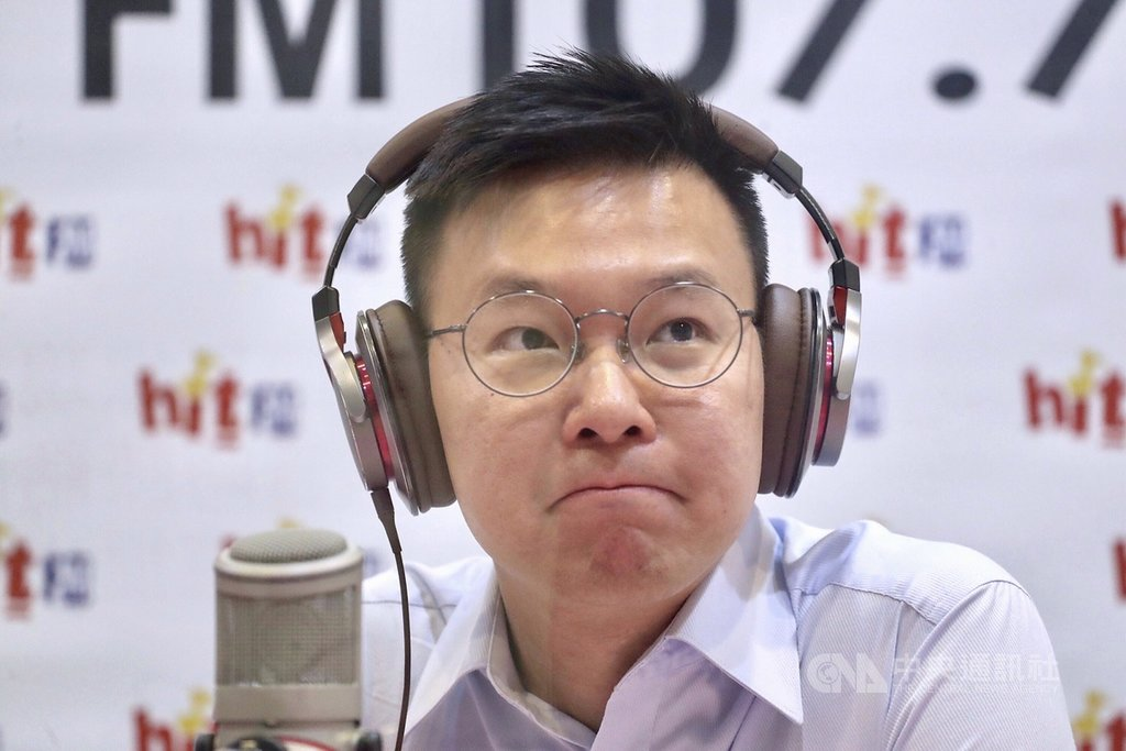 民進黨副祕書長林飛帆18日接受台北之音廣播節目專訪,談到加入民進黨擔任副秘書長職務的心路歷程。中央社記者吳翊寧攝  108年7月18日