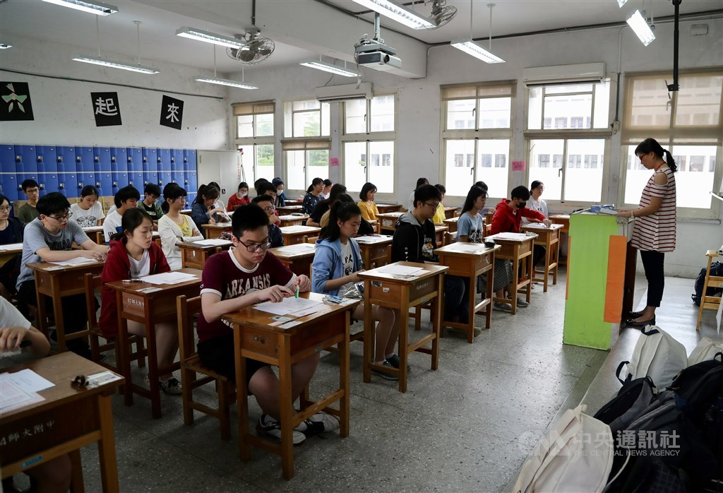 108學年指定科目考試成績18日公布,上午9時起開放考生至大考中心網站查詢成績。(中央社檔案照片)