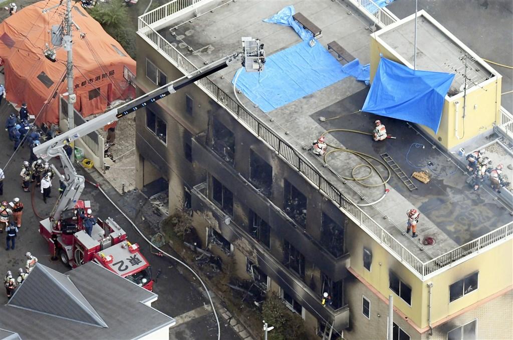 日本動畫製作公司「京都動畫」位於京都市伏見區的工作室18日傳出火警,建築物幾乎全毀,並造成嚴重傷亡。(共同社提供)