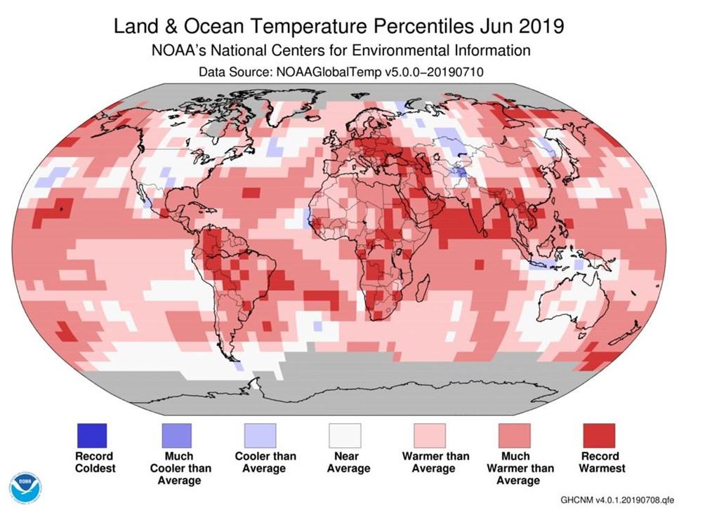 美國國家海洋暨大氣總署18日發布最新每月全球氣候報告,今年6月成為140年來最炎熱的6月。(圖取自twitter.com/NOAA)