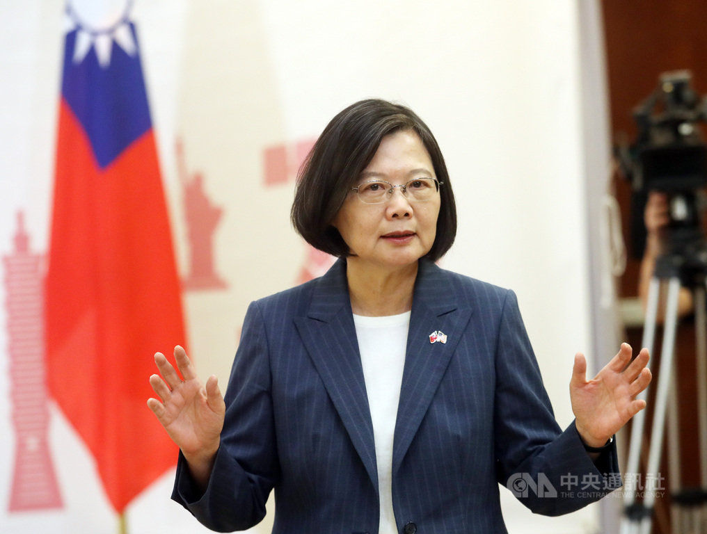 總統蔡英文20日(當地時間)與媒體茶敘表示,2020總統大選,台灣選民會聚焦在國家的未來,尤其是民主自由的生活方式是否可以持續下去,她覺得2020的選戰是一個價值制度與生活方式的選擇。中央社記者張新偉丹佛攝 108年7月21日