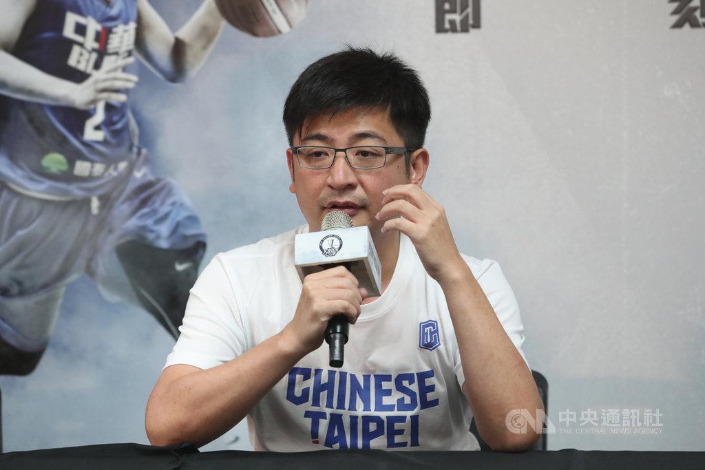 針對中華民國籃球協會對於未來國內籃球發展規劃,籃協理事長謝典霖(圖)21日在新莊體育館舉辦記者會回應媒體提問。中央社記者吳家昇攝 108年7月21日