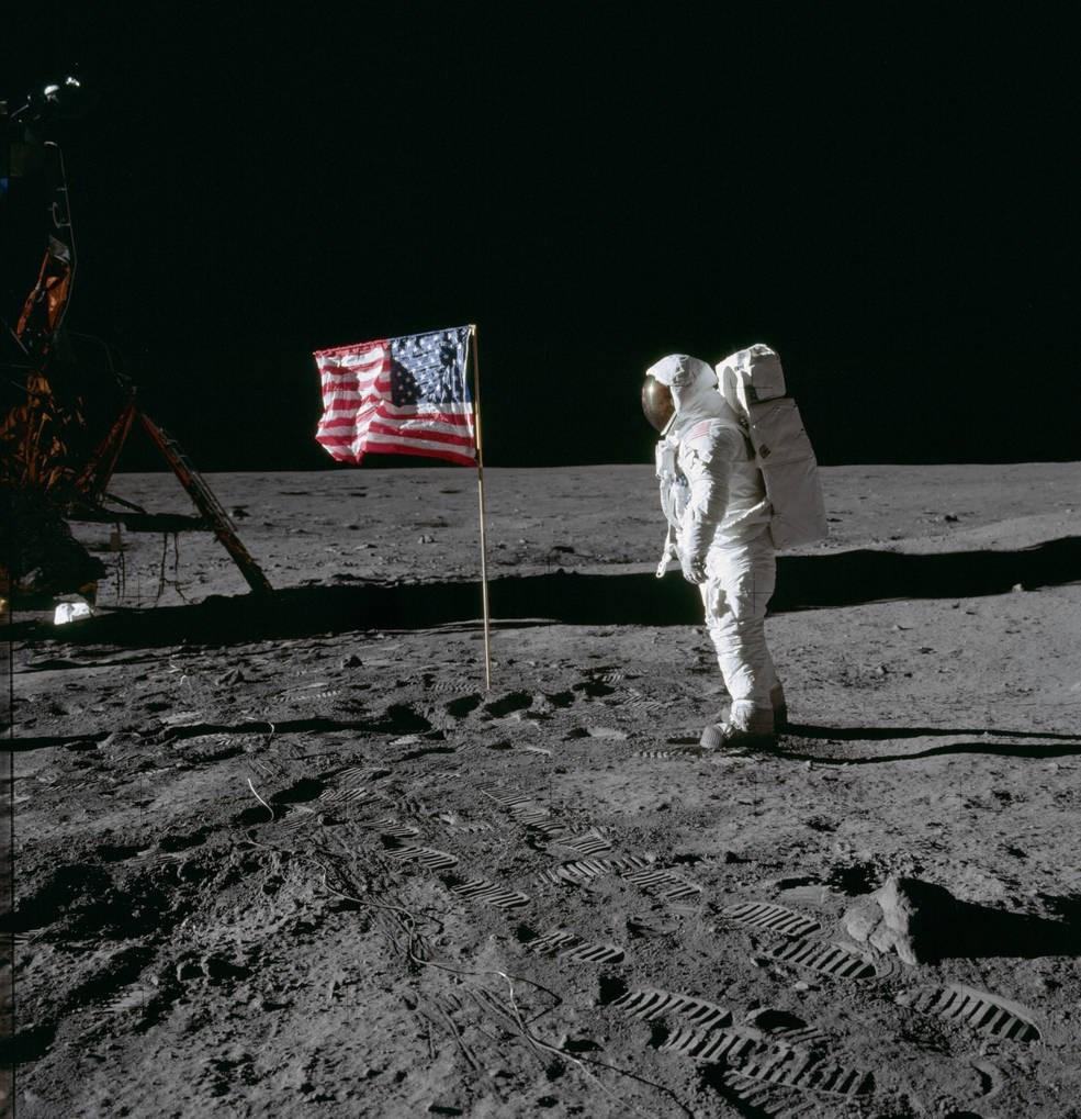 美國阿波羅11號成功登陸月球50週年,當年包括已故中華民國總統蔣介石與其他72國元首祝詞,被保存在一枚磁碟中,由阿波羅11號送上月球。(圖取自NASA網頁nasa.gov)